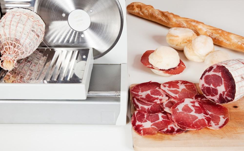 electric-meat-slicers-are-one-of-the-best-kitchen-appliances