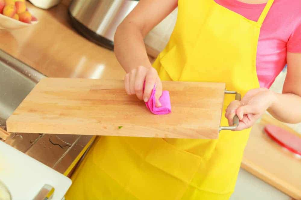 How to Clean Wood Cutting Board After Raw Meat and Other Techniques