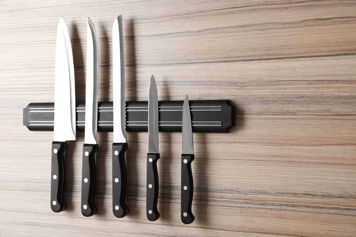 How to Store Knives in Your Kitchen - thebestmeatslicers.com