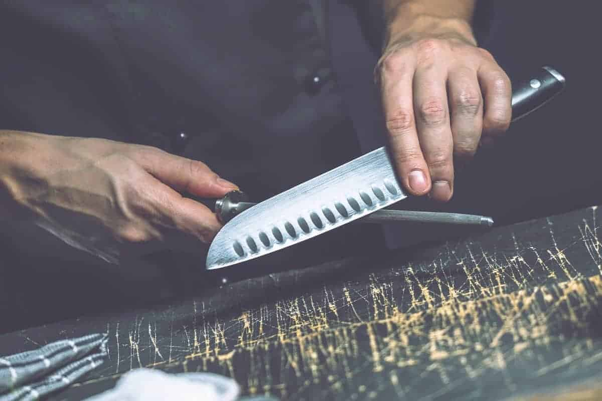 How to Sharpen a Carving Knife - thebestmeatslicers.com